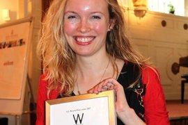 Alexandra Timmer neemt G.J Wiarda-prijs in ontvangst