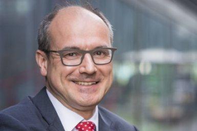 prof. Bert Weckhuysen met zijn koninklijke onderscheiding