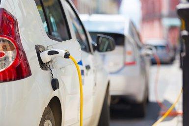 Elektrische auto's bij oplaadpunt
