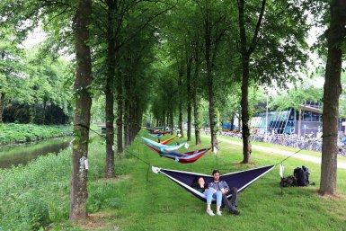 Hangmatten op de Genevelaan bij USP De Uithof