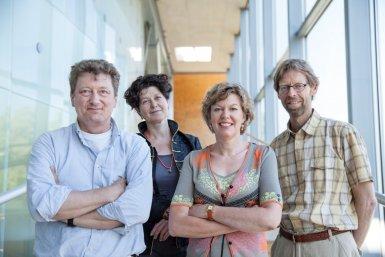 Marjolijn Vermande and Liesbeth Sterck in this project work together with Albert Reijntjes (Educational Sciences) and Han de Vries (Biology)