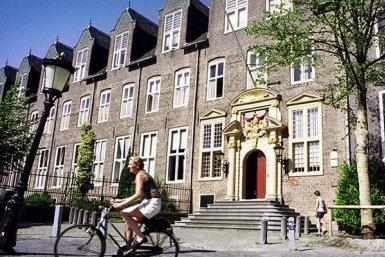 alumni-Jaarbijeenkomst-Janskerkhof_800x400