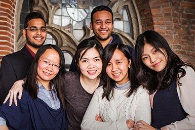 alumni-UESDoorGeven2015_385x257