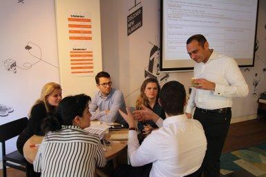 Studenten van de Utrecht University Business Course aan het werk