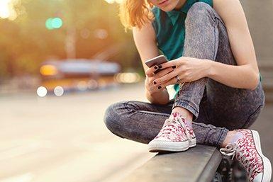 jongeren op smartphone