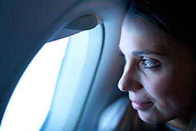 Kijken uit een vliegtuigraam