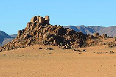 Verweerd gesteente in de woestijn van Namibië - Credit Robin van der Ploeg