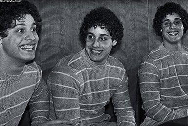 Identieke drieling, Edward Galland, David Kellman en Robert Shafran. Bron: YouTube (still)