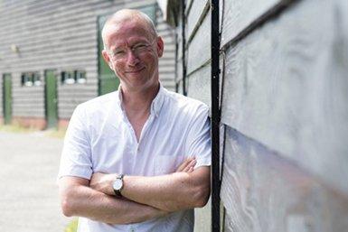 Dr. Frank Hakemulder