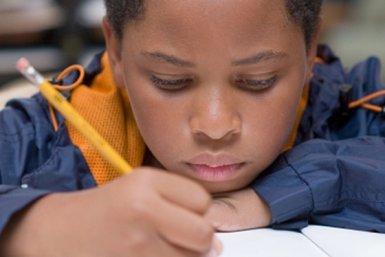 Schoolkind schrijft © iStockphoto.com/akajeff