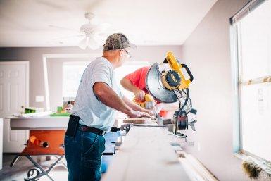 Future of Work bouwvakker bij machine