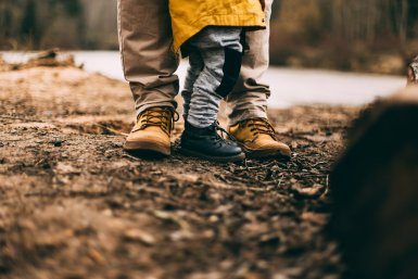 Kind, schoenen, volwassene, schoenen, bescherming, foto: Daiga Ellaby via Unsplash