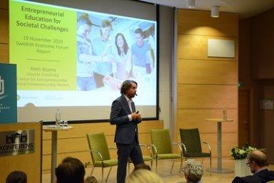 Niels Bosma presenting at Swedish Economic Forum 2019