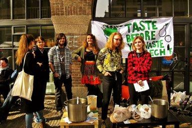Een groep deelnemers aan Taste before you waste