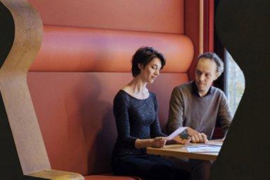 Aike Vonk en Erik van Sebille samen aan het werk.