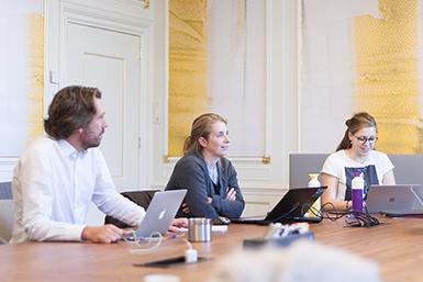 Interdisciplinaire samenwerking binnen de hub Entrepreneurship for Societal Challenges.