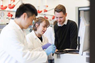 Onderzoekers van de Universiteit Utrecht in een laboratorium