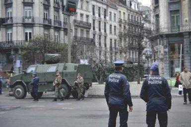 Politiepatrouille en pantserwagen in het centrum van Brussel