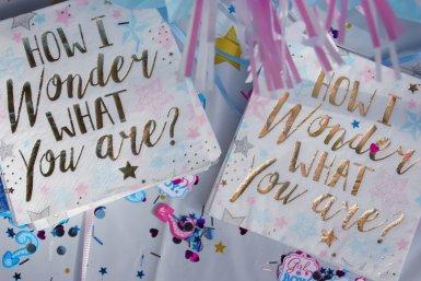"Gender reveal kaarten met tekst ""How I wonder what you are"""