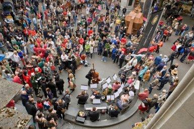 Orkest C.M.V. Syrinx speelt tijdens Maskerade van Utrecht
