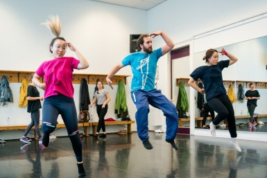 Urban dance sprong dans Parnassos cursus
