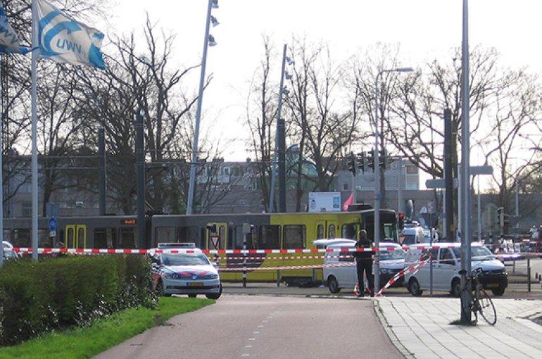 Afzetting door de politie van het 24 Oktoberplein, Utrecht op 18 maart 2019 na de tramaanslag. Bron: Wikimedia/Hansmuller