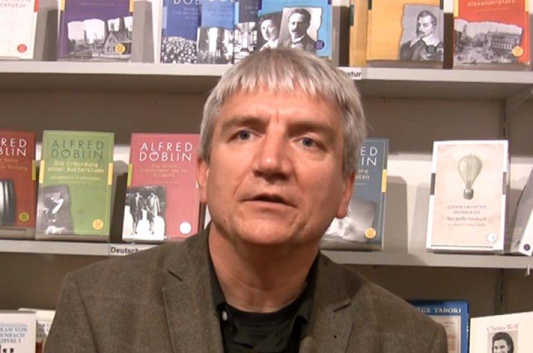 Prof. dr. Moritz Baßler. Bron: YouTube (still)