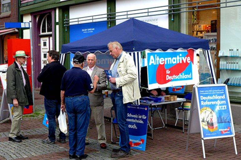 Informatiestand van Alternative für Deutschland (AfD). Bron: Wikimedia