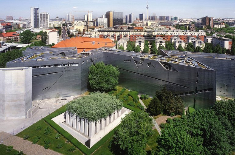 The Jewish Museum Berlin, designed by architect Daniel Libeskind. Source: Wikimedia Commons/Studio Daniel Libeskind