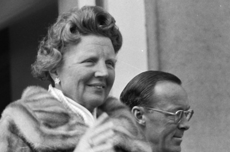 Koningin Juliana (30 April 1960) Bron: Wikimedia Commons/Nationaal Archief Fotocollectie Anefo