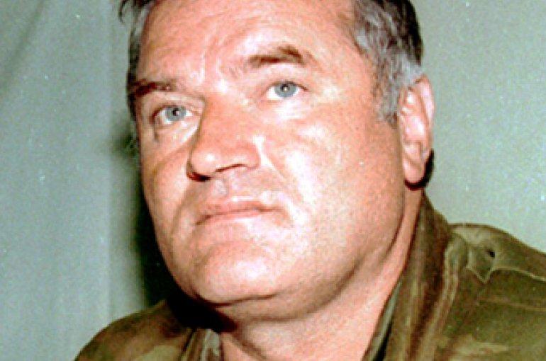 Ratko Mladić. Bron: Wikimedia-Commons/Evstafiev Mikhail