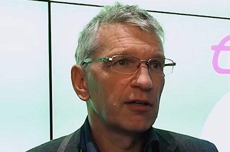 Prof. dr. Eggo Müller. Bron: YouTube (still)