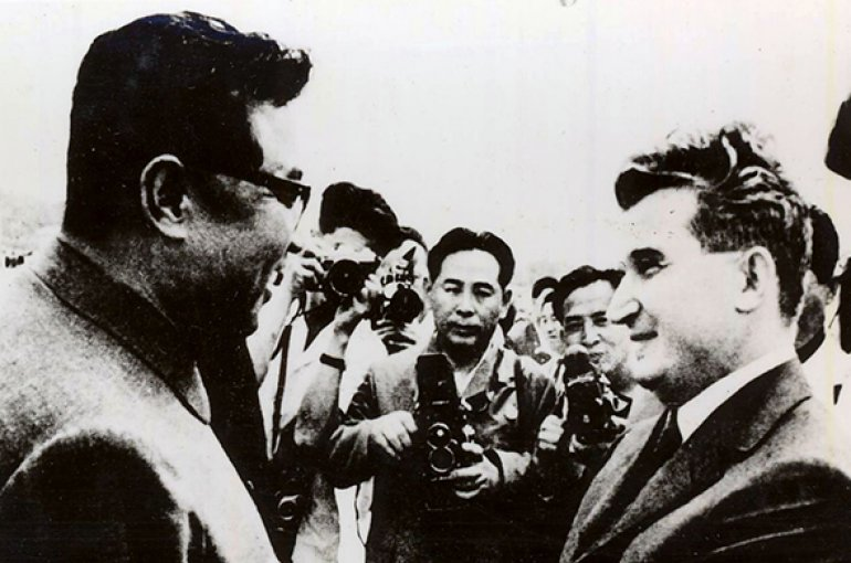 Nicolae Ceauşescu and Kim Il Sung during the party and state visit to the DPR Korea (1971). Source: Wikimedia Commons/Romanian Communism Online Photo Collection under the digital ID 33292X4X9