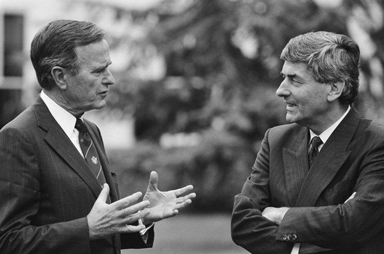 Premier Lubbers en de Amerikaanse president George H.W. Bush in de tuin van het Catshuis in 1989. Bron: Wikimedia/Anefo/Rob Croes