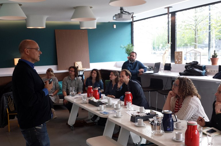 Joost Raessens (UU) spreekt tijdens de 'Science Meets Business'-bijeenkomst
