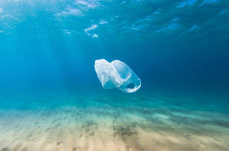 Plastic in zee © iStockphoto.com