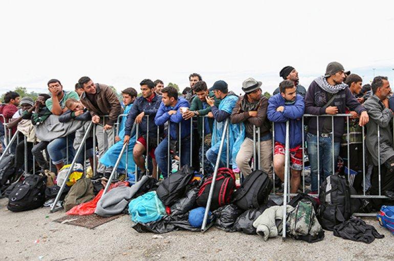 Vluchtelingen bij de grens van Slovenië © iStockphoto.com/IdealPhoto30