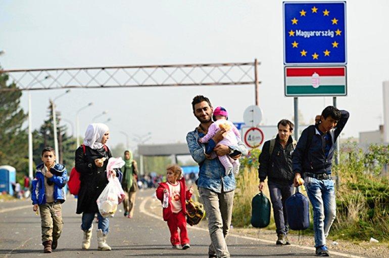 Vluchtelingen passeren Hongaarse grens © iStockphoto.com/RadekProcyk
