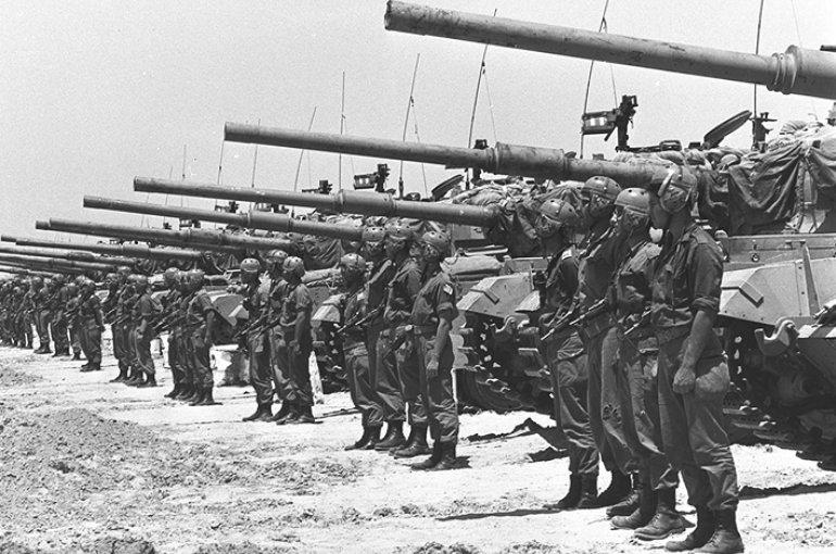 Israëlische Centurions in de Negev op 20 mei 1967. Bron: Wikimedia Commons/Fritz Cohen