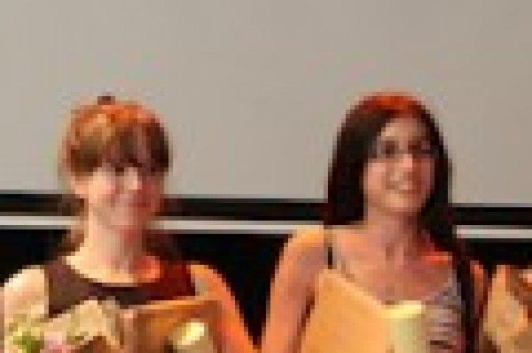 Annelies Kleinherenbrink en Evina Steinová, winnaars Facultaire Scriptieprijs 2012 (Geesteswetenschappen)