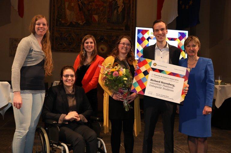 Uitreiking van de Diversity & Inclusion Award aan Richard Horenberg (Platform Onbeperkt Studeren)