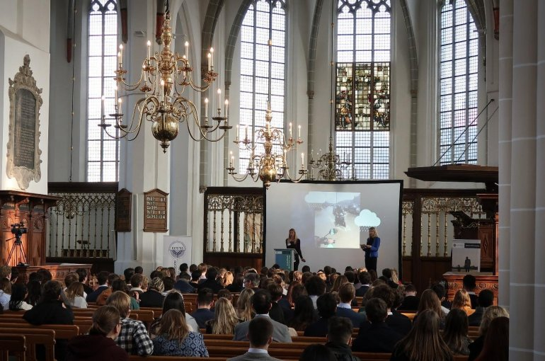 Milande Busquet and Margot Leger speak at the Economic Utrecht Conference