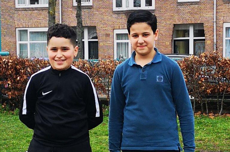 Mohamed en Ouail van de Maaspleinschool vinden een nieuwe schimmel