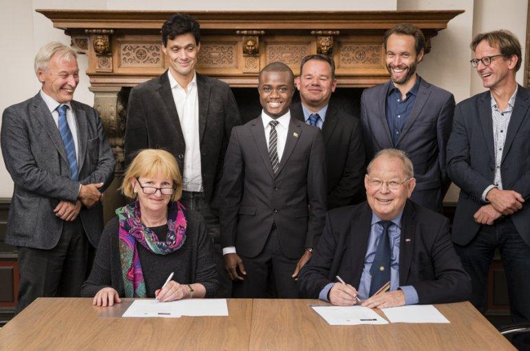Signing of agreement Kofi Annan Business School and Utrecht University