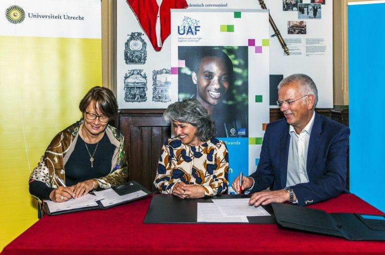 Ondertekenen convenant UU, HU en UAF. Foto: Femke van den Heuvel – Hogeschool Utrecht University