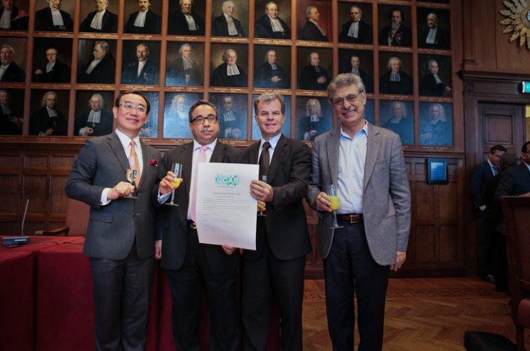 De vier vertegenwoordigers van de bedrijven, met rechts CEO Hugo Sigman van mAbXience